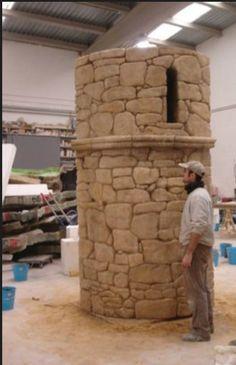 Torreón en piedra ficticia, para Stand Ferial, Fitur.