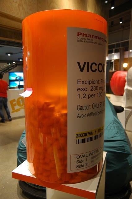 VICODIN: Bote de medicamentos (USA) gigante. Dr. House (FOX)