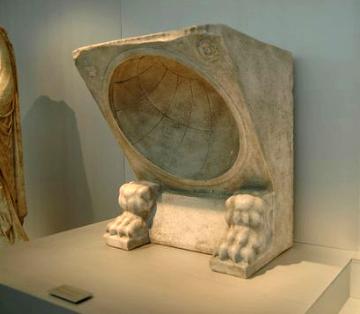 Réplica de Reloj de Sol Museo Romano de Baelo Claudia (original en el Museo Arqueologico Nacianal)