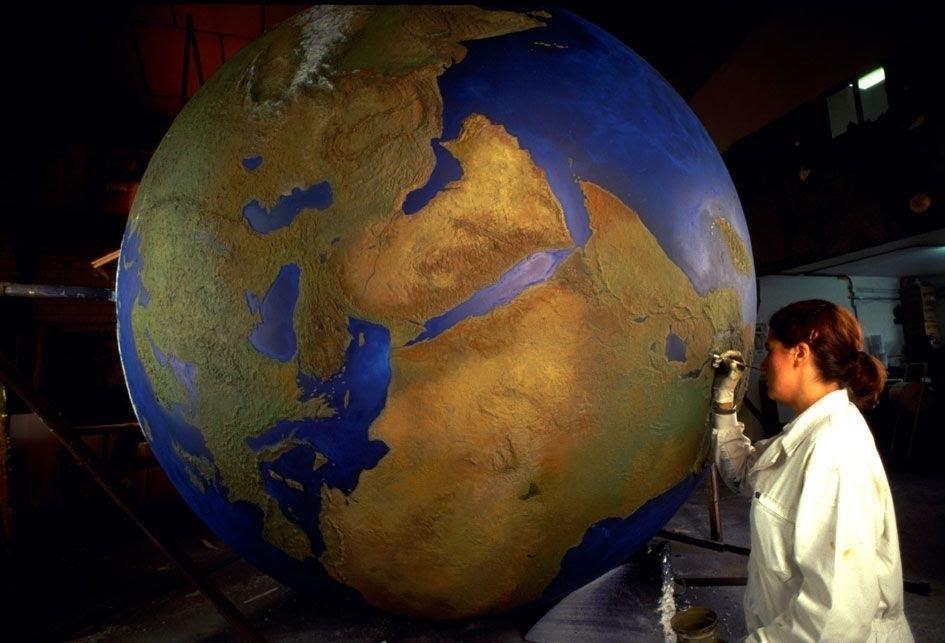 Esfera Mundi en relieve topográfico, para exposición