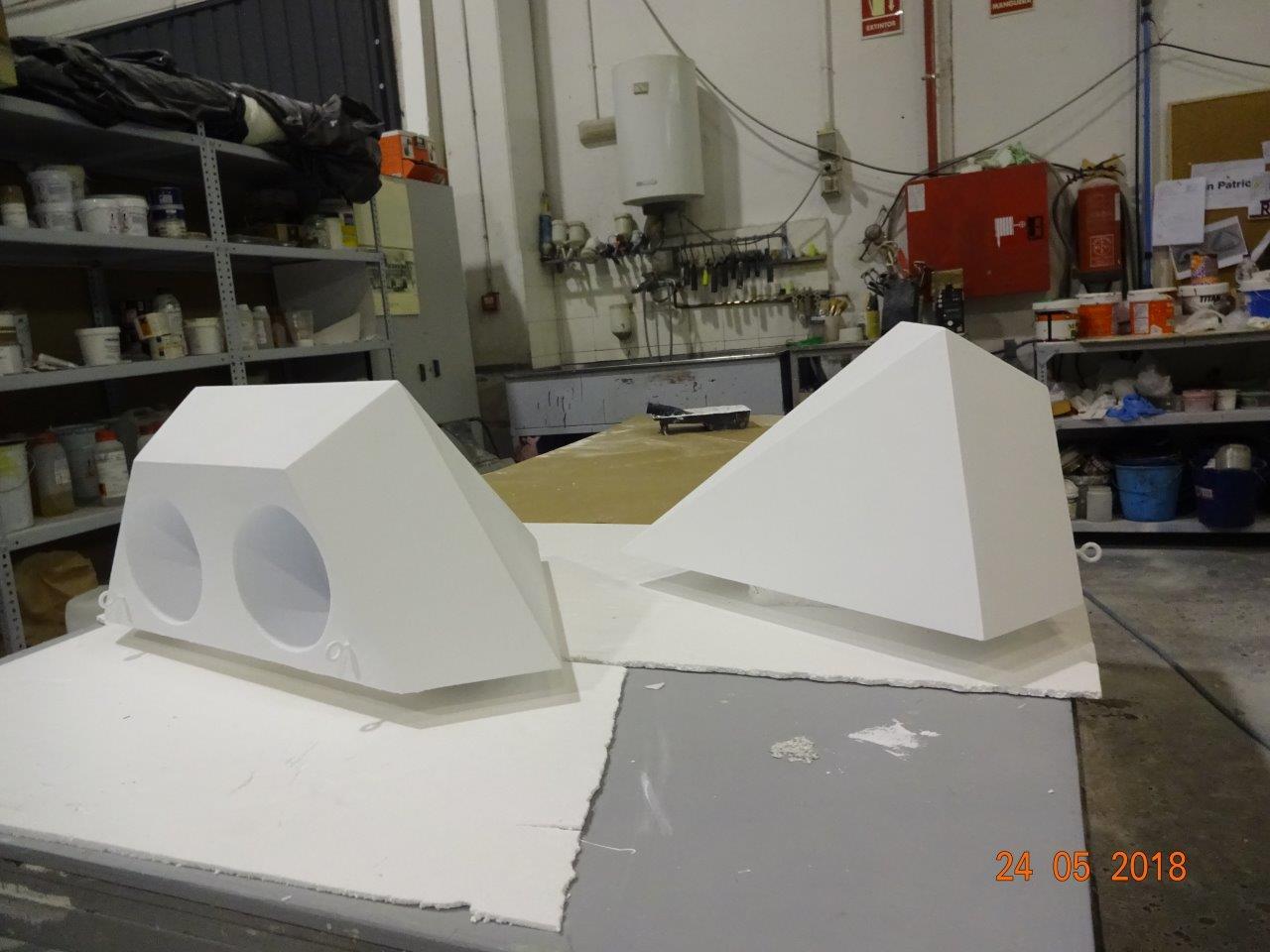 Cubiteras de escenario, forma de medio diamante