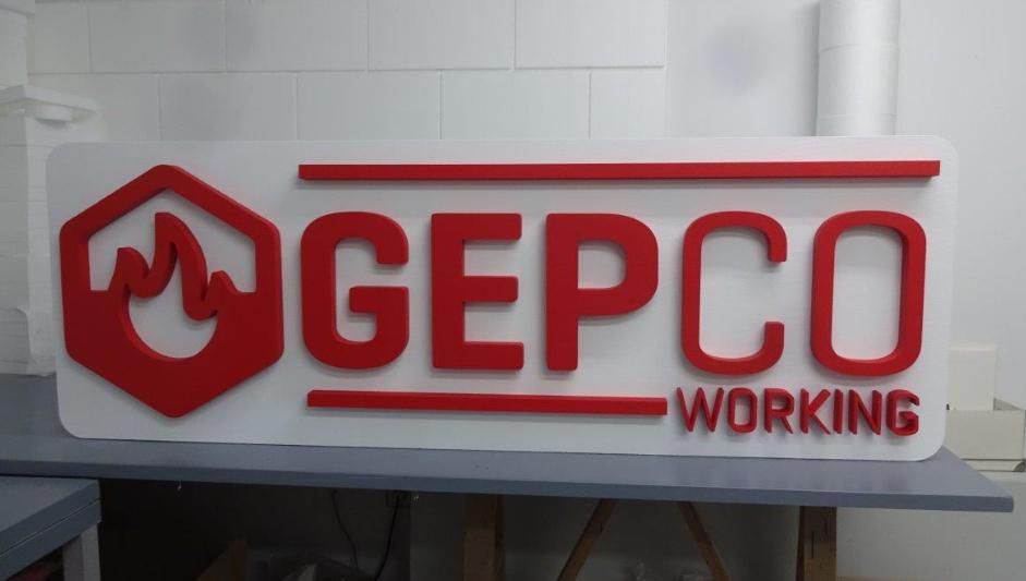Logo sobre base vertical