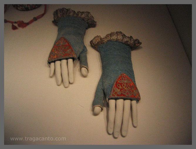 Manos articuladas especiales para poder mostrar mitones en el Museo del Traje