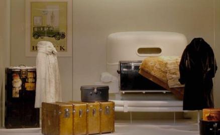 Cuarto Trasero de un Rolls Royce Silver Phantom, para una vitrina en el Museo del Traje