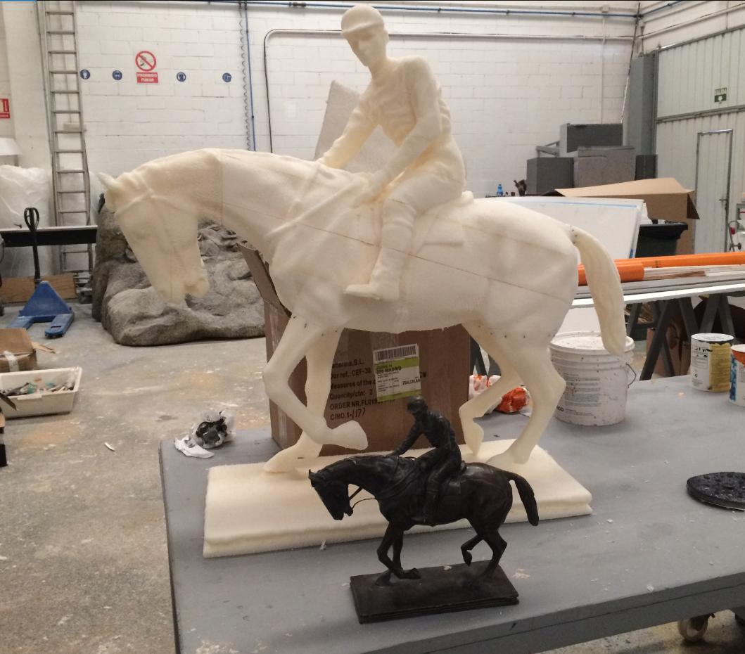 si necesitas ampliar tu escultura de JInete y Caballo