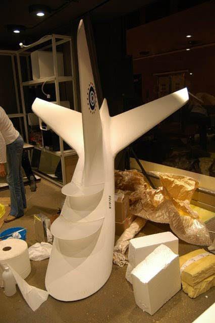 Avión, se trata de un expositor (bandejas de metacrilato) para showroom de la FOX