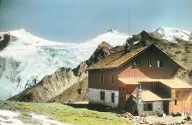Das 1910 erbaute Tuxerjochhaus und der 3476 m hohe Olperer  (ca. 1910, Imagno/Getty Images) - Tages-Anzeiger