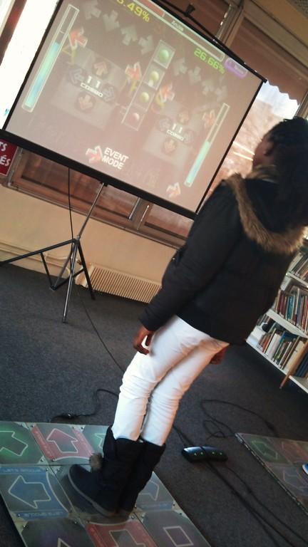 Jeu Dance Dance Revolution - avec les étudiants de l'ENSIIE