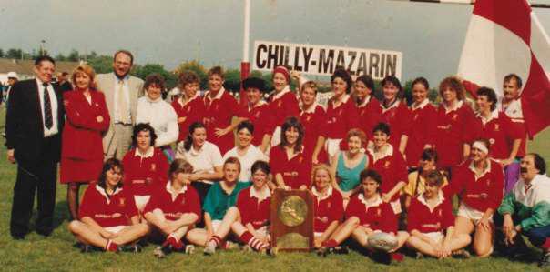 Wanda Noury, (à côté de Roland Grunberg maire adjoint aux sports, de Chilly-Mazarin) le jour du titre.