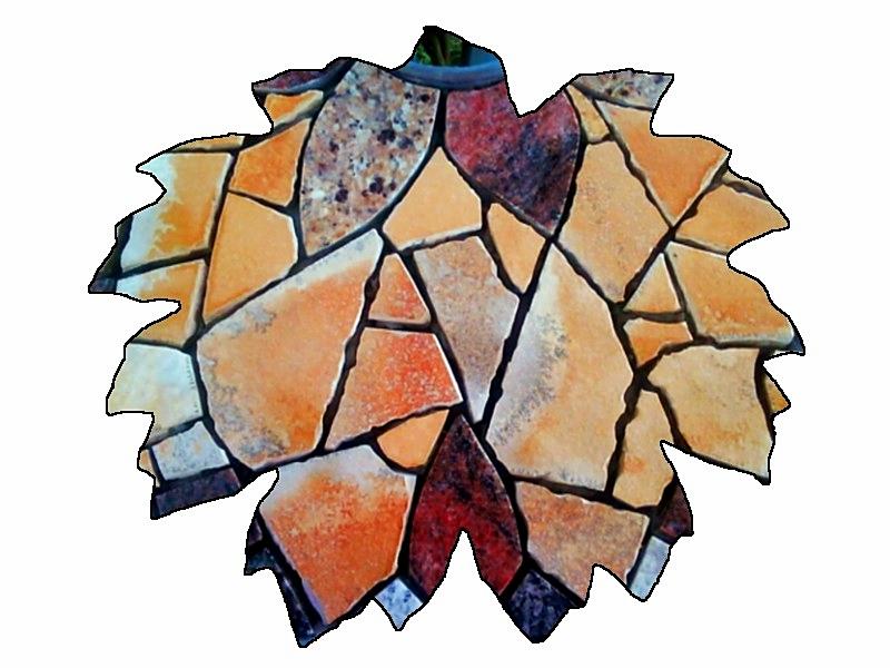 Rankgitter mit Mosaiktisch