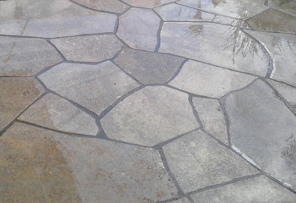 Muschelkalk-Polygonalplatten verfugt