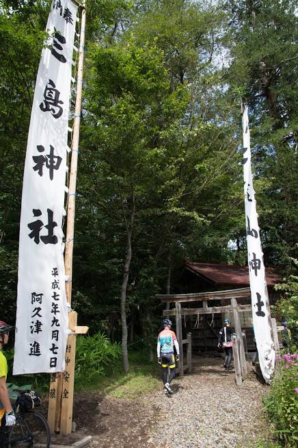 まずは二荒山神社に