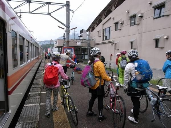 7 二時間遅れで会津田島駅に到着しました