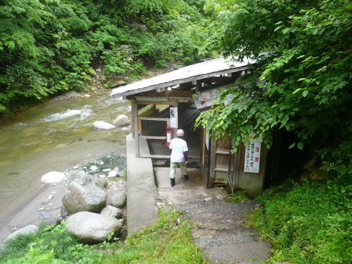 木賊温泉 河原の岩風呂 混浴です