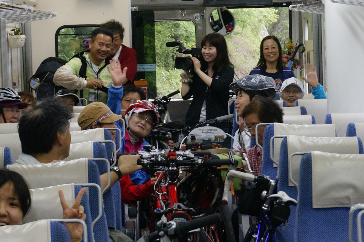 無事乗車完了。この列車にて、会津田島駅まで戻ります・・・
