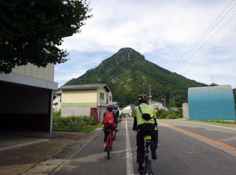さらに 只見川沿いを走り 蒲生岳が近づいてきます