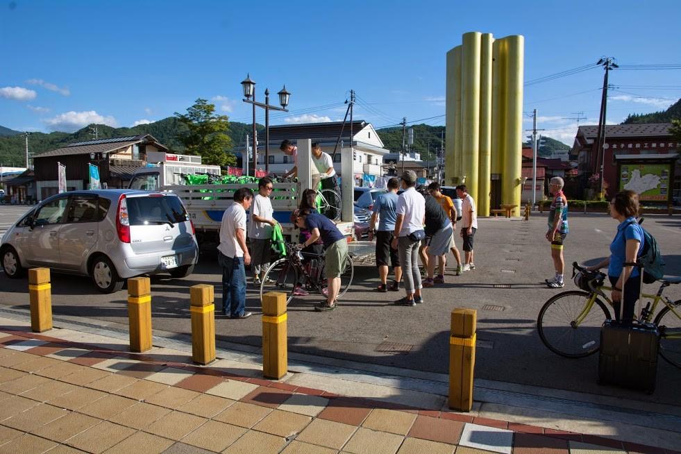 きらら289で温泉に入って田島駅まではトラックで自転車を運びました