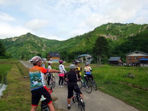 ここまで来ると 特別な景色が・・・・浅草岳登山口まで行って 只見に引き返し 布沢に向かいます