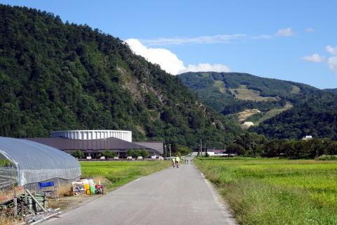 サイクリングのゴールは あの南郷スキー場の下にある さゆり荘です