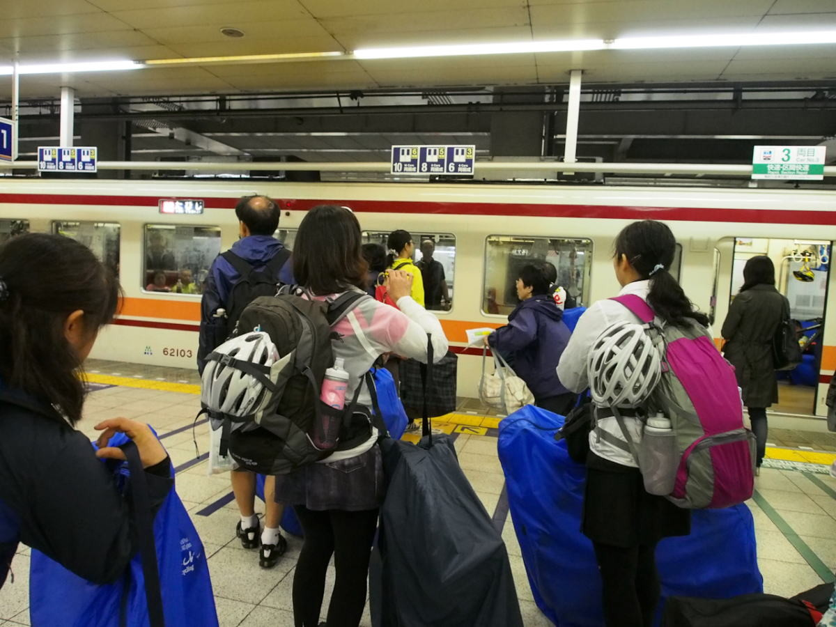 ようやく電車が来た!浅草組と合流です。