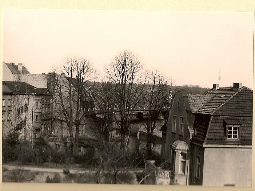 © Bernd Pieper / Glienicker Brücke, links Gebäude der Volkspolizei