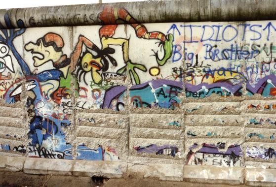 Abgemeißelte Mauer © Jürgen Lottenburger, www.wir-waren-so-frei.de