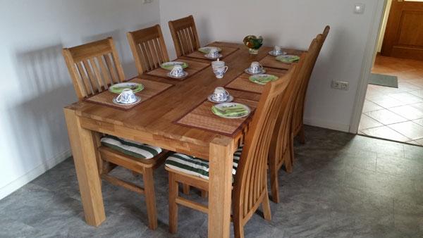 Der Esszimmertisch in der Küche