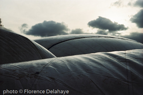 Gonflage de la bulle des Arts Sauts, la Villette 2004.