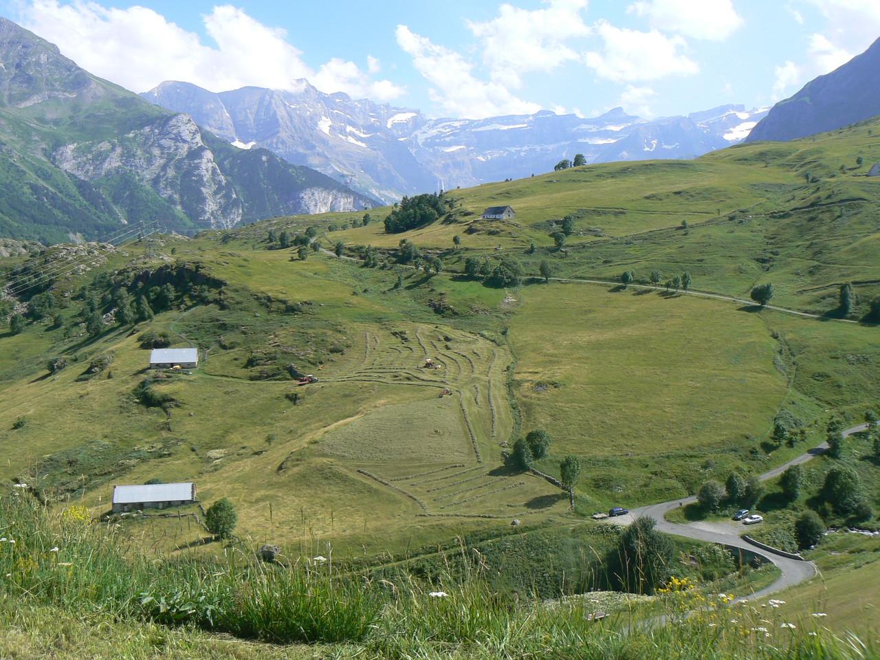 Plateau de Saugué et Cirque de Gavarnie en fond