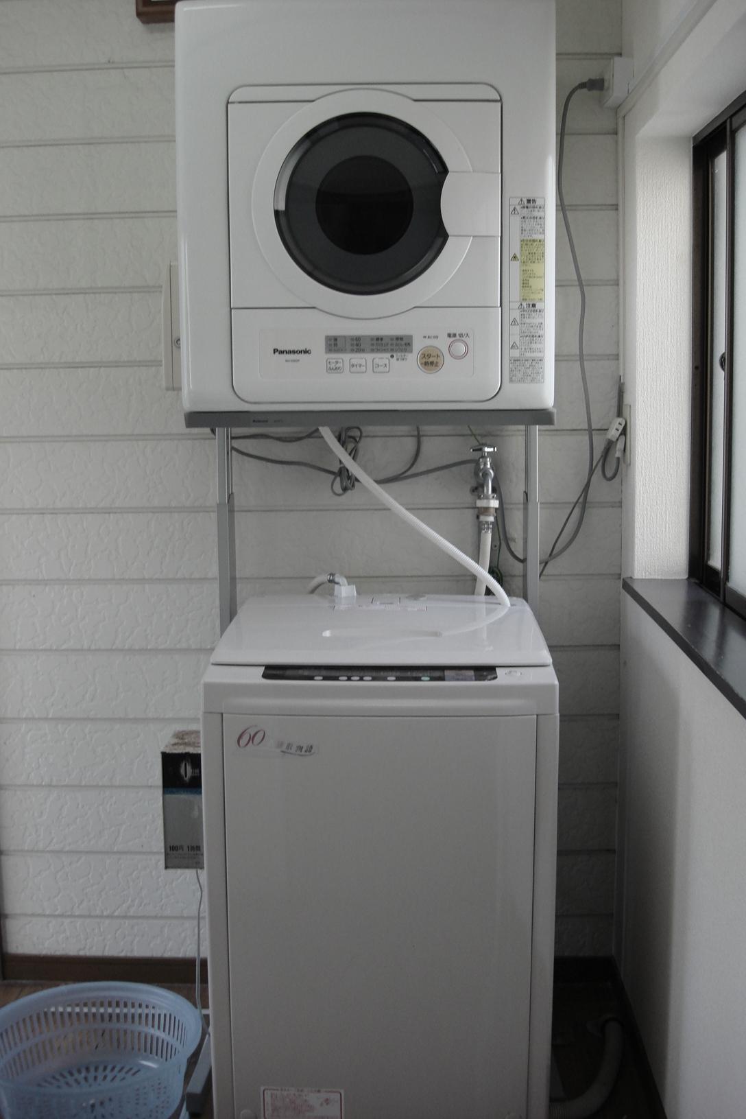 共用の洗濯機・乾燥機があります
