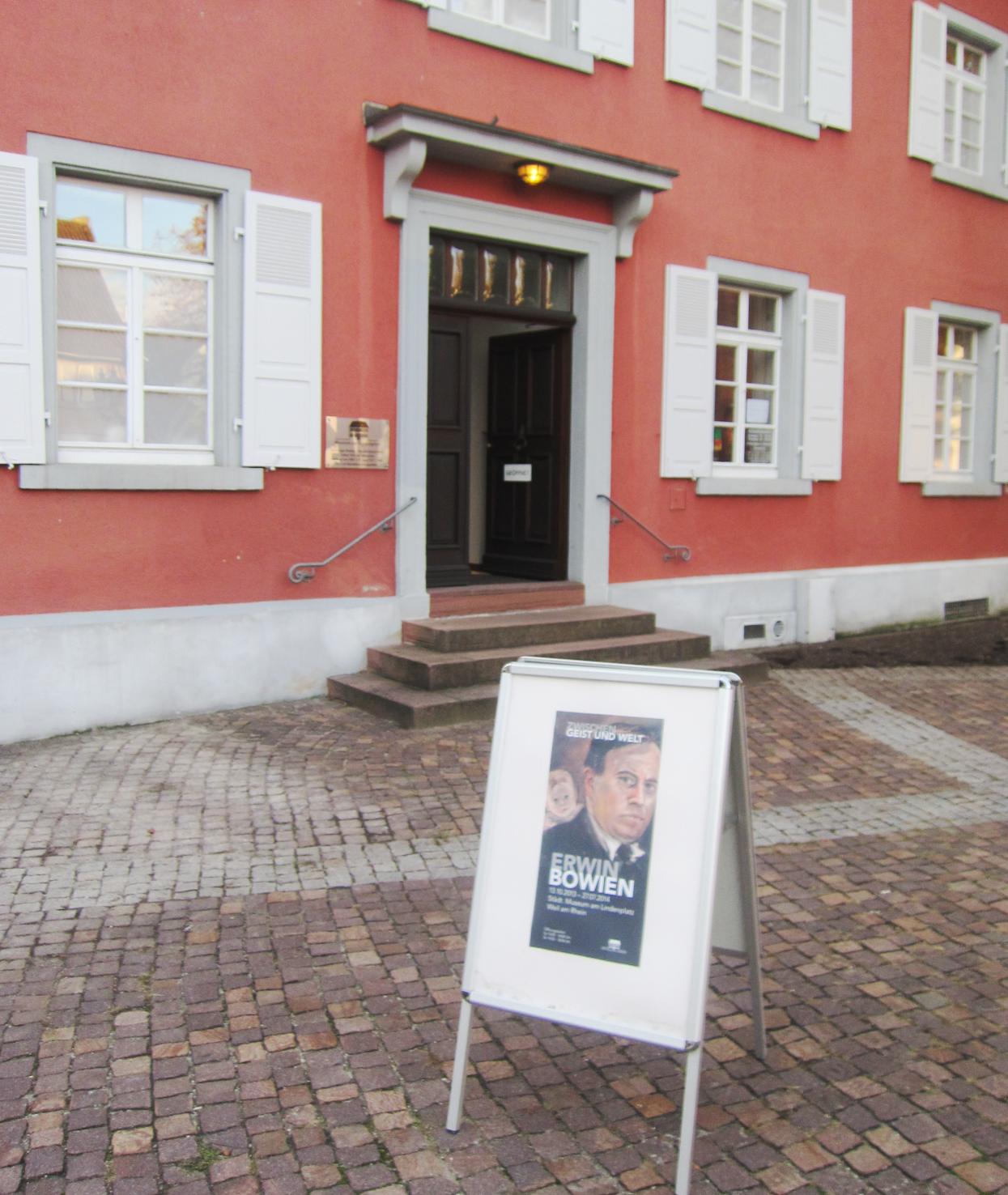 Eingang der Ausstellung im Museum am Lindenplatz in Weil am Rhein
