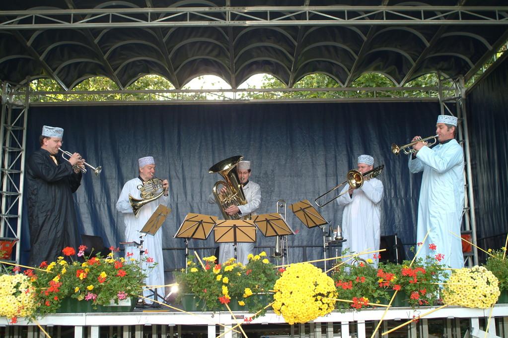 International Brass: Passendes Outfit zum Arabischen Tanz von Tschaikovski