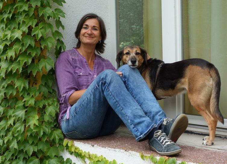 Christa Spannbauer & ihr Herzenshund Cora