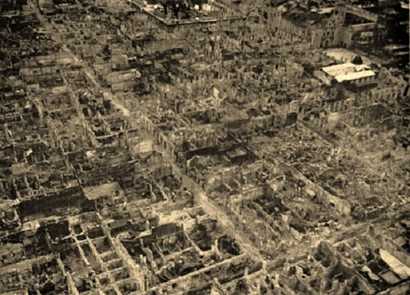 1945年2月、日米の激しい市街戦でマニラは廃墟に、約10万人の市民が巻き込まれて亡くなりました