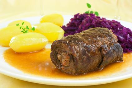 Rinderroulade vom Angusrind mit Rotkohl und Salzkartoffeln
