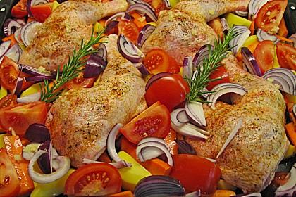 Hähnchenschenkel im mediterranen Gemüsebett