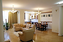Четырехкомнатная квартира в аренду - Маршала Жукова 30.