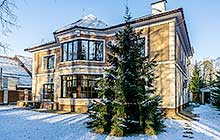 ID 3964 Рублево-Успенское  шоссе 19 км от МКАД Просторный дом в аренду, КП Лесной простор 3.