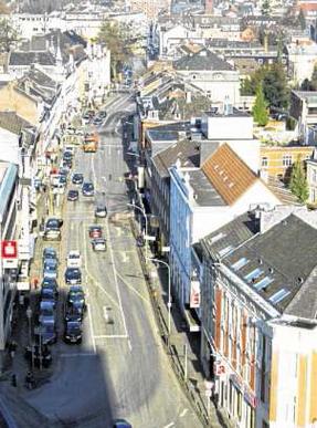 Am 2. Mai beginnt am Fuße des Rathauses die Umgestaltung der Innenstadtachse. Foto: J. Lange