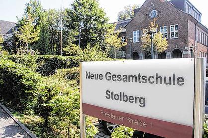 Noch ist dieses Schild in der Breslauer Straße zu sehen. Ab dem 1. Januar soll dort die Kupferstädter Gesamtschule sein. Foto: Sonja Essers