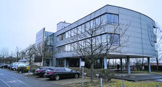Das Dienstleistungszentrum im Stadtteil Münsterbusch platzt aus allen Nähten. Deshalb soll eine Erweiterung her. Foto: B.Zilkens