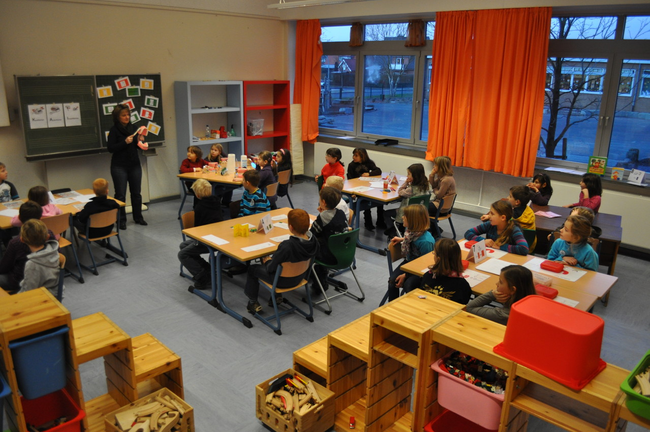 Die Kinder lernen bei Frau Berger an den Stationen alles über Zahnpflege.