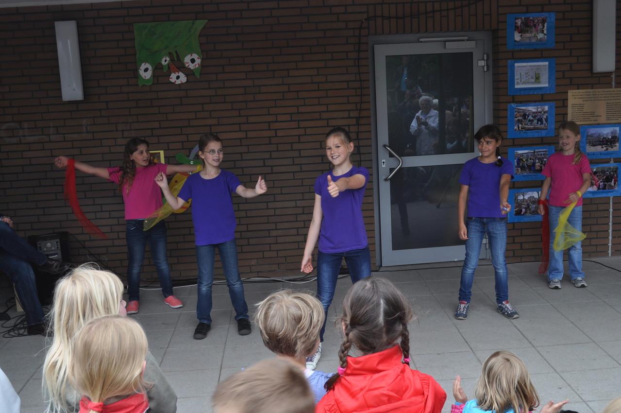 Die Kinder des Tanz-Projektes haben zwei Tänze vorgeführt.........