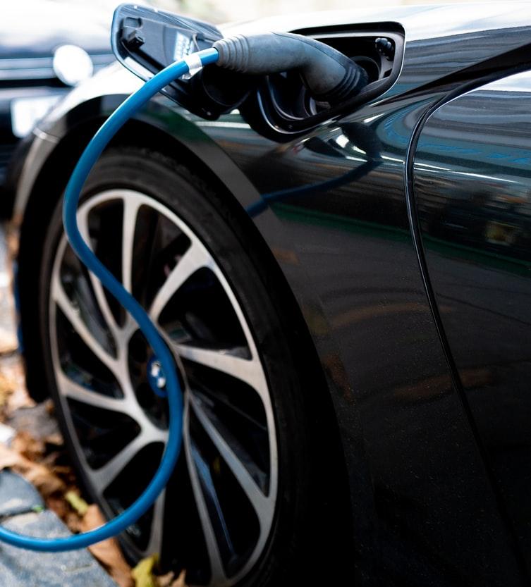 政府が「2030年ガソリン車禁止」を打ち出した訳