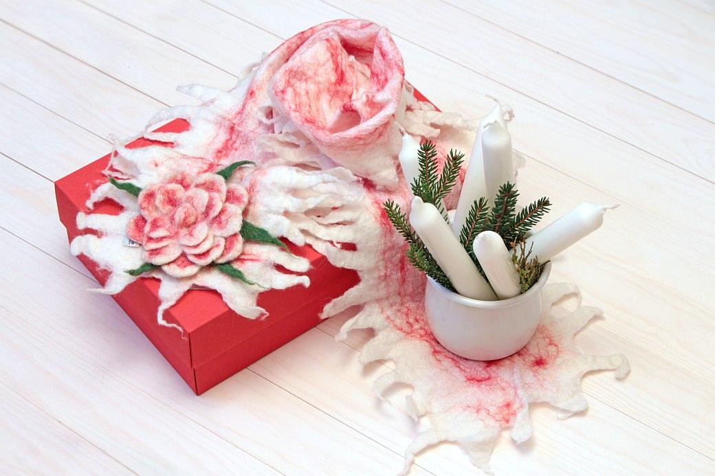 Fridolina hygge perlenfischer stempel zig stampiljka geschenkeverpacken giftbox giftwrapping xmas x-mas weihnachten fridolina.si filz felt kerzen kerzenlicht candles candle light schal scarf felt scarf