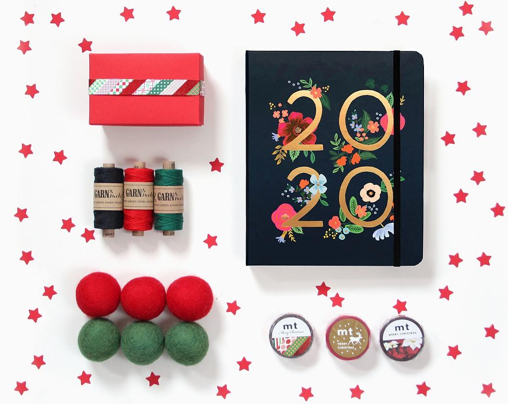 xmas christmas božič prazniki holidays gift wrapping stempel rubber stamps weihnachten merry christmas diy voščilo žig perlenfischer garn und mehr flow  rifle paper co bakers twine buntbox