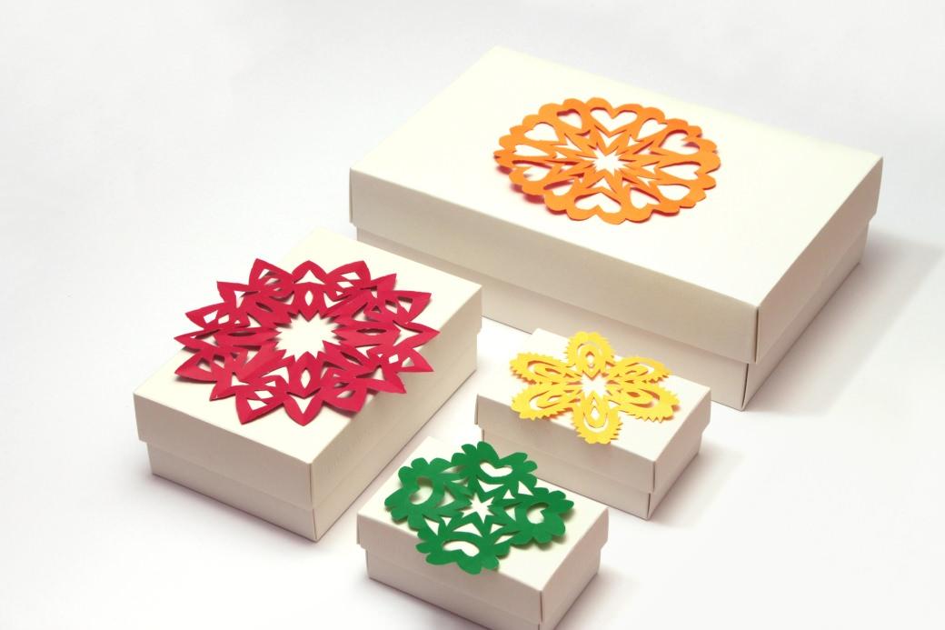 Fridolina hygge geschenkeverpacken gift box gift wrapping xmas x-mas weihnachten fridolina.si buntbox snowflake paper papier schneeflocke snežinka papir