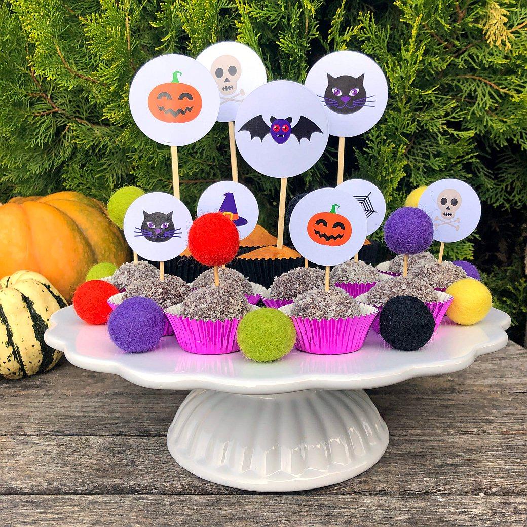 halloween noč čarovnic noc carovnic mafin muffin kokosove kroglice cake topper okrasek pecivo torta netopir buča črna mačka pumpkin felt balls cupcake cakes spooky freebie