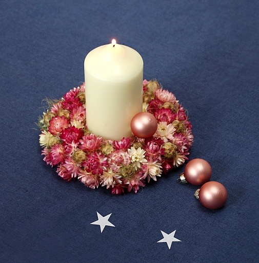 suho cvetje božič sveča dekoracija weihnachten trockenblumen dried flowers wreath kranz kerze candle dekoracija
