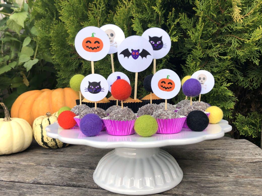 halloween noč čarovnic noc carovnic mafin muffin kokosove kroglice cake topper okrasek pecivo torta netopir buča črna mačka pumpkin felt balls cupcake cakes spooky